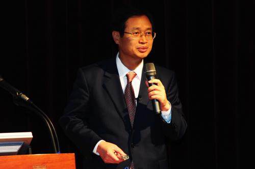 중앙선거관리위원회 김용희 사무총장은  4월 3일(금) 외교부 국제회의실에서 '2015년도 재외선거 관리방향' 강연을 통해 재외공관의 엄정한 정치적 중립을 강조하였다.