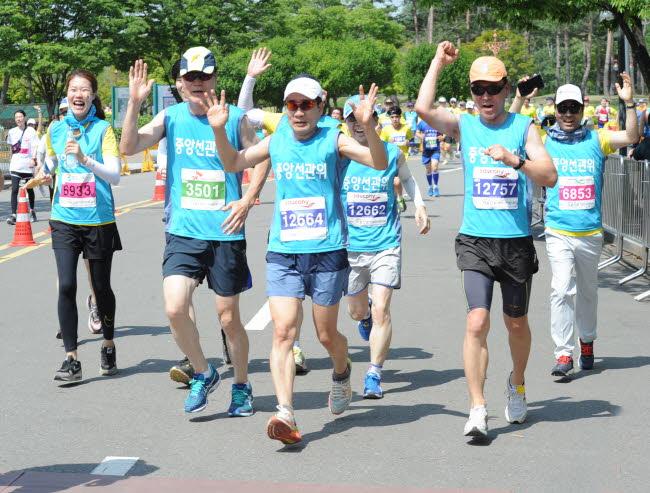 유권자의 날 기념 마라톤대회 개최 관련이미지 4