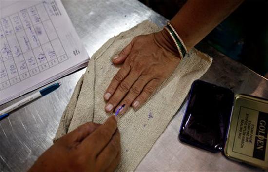 [재밌는 선거] 잉크로 찍는 선거 인증샷? 일렉션 잉크(election ink) 이야기 관련이미지3