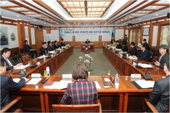 가짜뉴스 대응 방안 대책회의 단체 사진 (출처 : 중선관위 홈페이지)