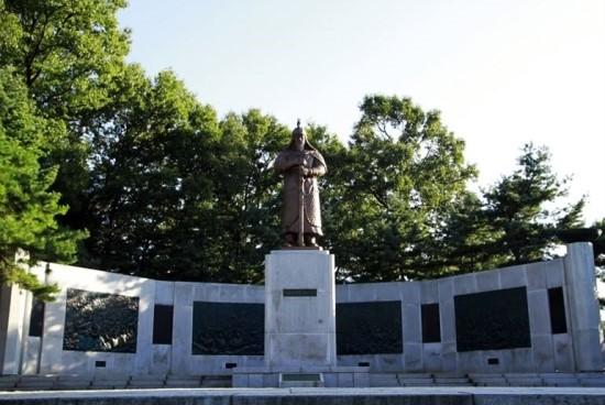 김윤후 장군 동상